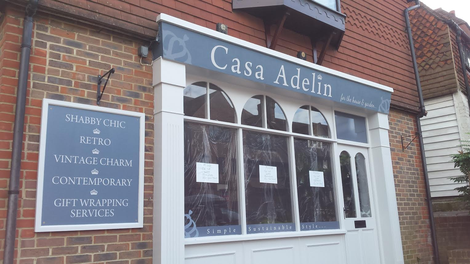 Shop frontage of Case Adelina